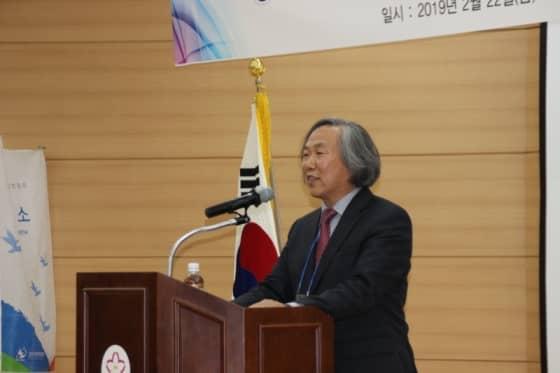 인사말 중인 김영실 전임 회장