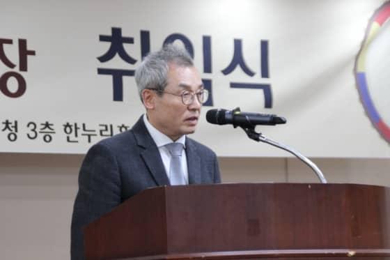 축사 중인 김영철 성남예총 회장