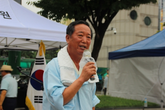 총연출을 맡은 방영기 선생의 모습