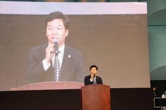 축사 중인 김병관 국회의원